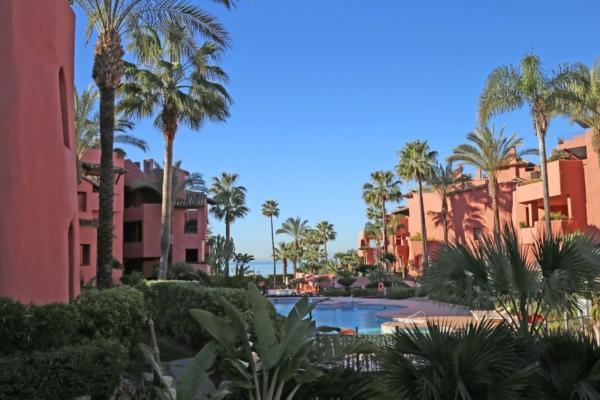 Appartement a vendre à Menara Beach, New Golden Mile, Estepona, 3 Chambres, 2 Salles de bains à Menara Beach, New Golden Mile, Estepona