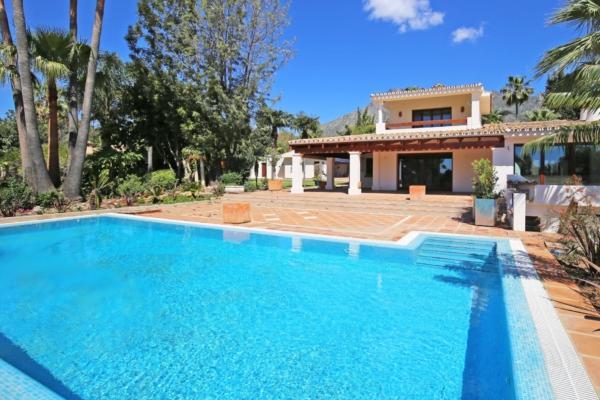 Villa a vendre à Cortijo Nagüeles, Marbella Golden Mile, 8 Chambres, 6 Salles de bains à Cortijo Nagüeles, Marbella Golden Mile