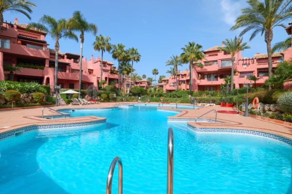 Apartment a vendre à Menara Beach, New Golden Mile, Estepona, 3 Chambres, 3 Salles de bains à Menara Beach, New Golden Mile, Estepona
