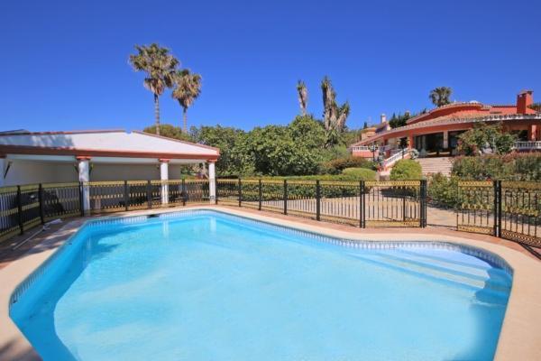 Villa a vendre à Don Pedro, Estepona, 6 Chambres, 6 Salles de bains à Don Pedro, Estepona