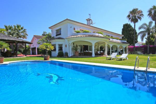6 Chambre, 6 Salle de bains Villa A Vendre danse Guadalmina Baja
