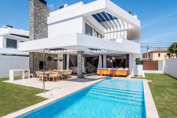 Villa a vendre à San Pedro Playa, San Pedro Alcantara, 4 Chambres, 3 Salles de bains à San Pedro Playa, San Pedro Alcantara